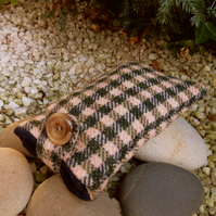 A padded wool glasses sleeve.  Glasses pouch.