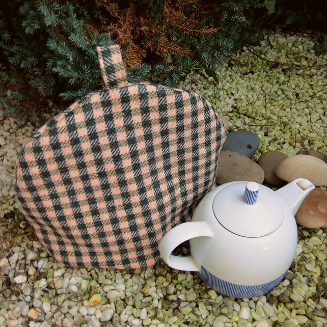 A soft wool tea cosy.  To fit a 4 - 5 cup teapot.  Size large.