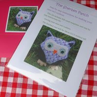 Make your own owl cushion. Full size templates plus instructions. Craft kit.