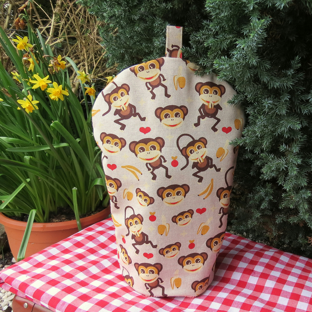 A cafetiere cosy, size large.  To fit a 6 - 8 cup cafetiere.  Coffee cover.