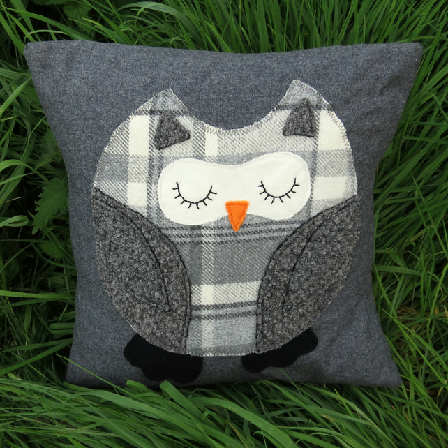 Sale!  An owl cushion cover, made from wool.  Made to fit a 16 inch cushion pad.