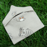 A peg bag with a cat and mouse design.   Peg storage.