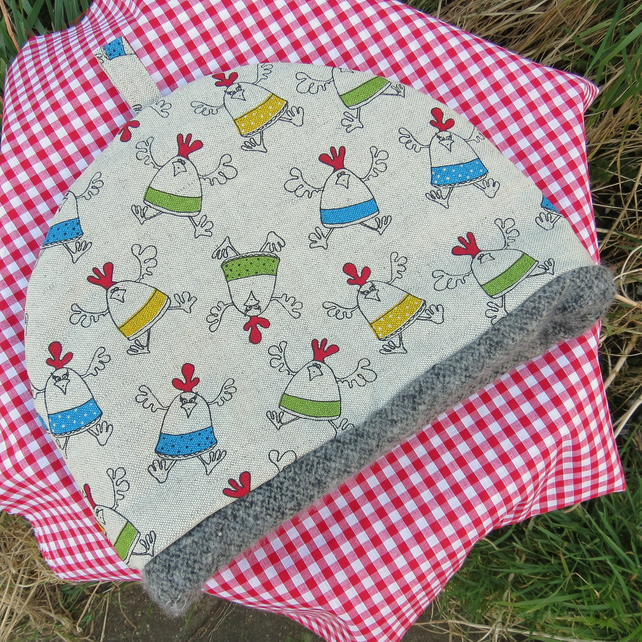 A tea cosy, size large. Made to fit a 4 - 5 cup teapot.  Chickens.