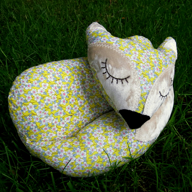 Fox Doorstop.  Sale!  A fox doorstop made from Liberty Lawn.  Country decor.