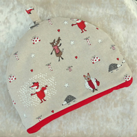Tea Cosy.  A festive tea cosy.  Size medium, to fit a 4 cup teapot.  Christmas.