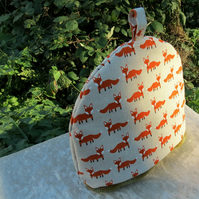 Tea Cosy.  A tea cosy, size large.  To fit a  4 -  5  cup teapot.  Fox Design.