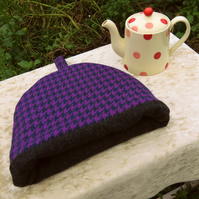 Small tea cosy.  Wool tea cosy.  A tea cosy made to fit a two cup teapot.