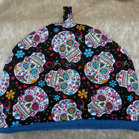 Halloween.  A large tea cosy, made to fit a 4 - 5 cup teapot.  Skulls design.