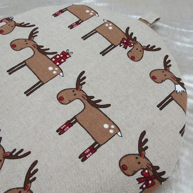 Cafetiere cosy.  Reindeer design.  Size large.  Coffee cosy.
