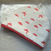 Tea Cosy.  Size Medium.  Toadstools design. To fit a 4 - 5 cup teapot.