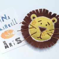 Really wild brooch. Felt and fabric. Lion.
