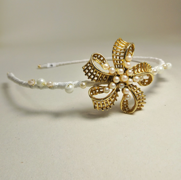 Vintage Jewellery Hairband (Gold and Pearl Flower)