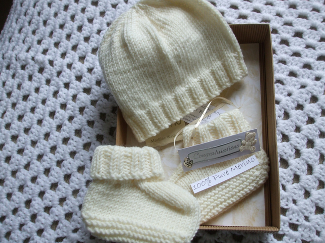 44e69ef53 Hand Knitted Baby Hat & Booties Gift Set