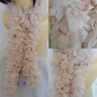 Knitted Frilly Ribbon Scarf in Cream and Pink