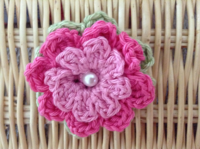 Crochet Flower Brooch Corsage in Pink