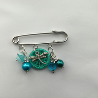 Kilt Pin with Dorset Button in Turquoise