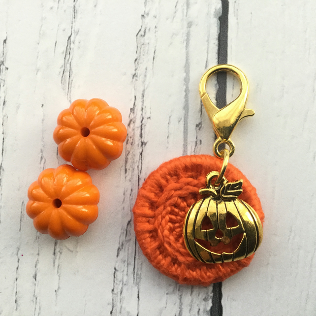 Dorset Button in Orange with a Jackk'o'Lantern Charm