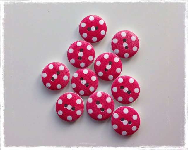 10 x Round Patterned Wooden 2 Holed Button Red