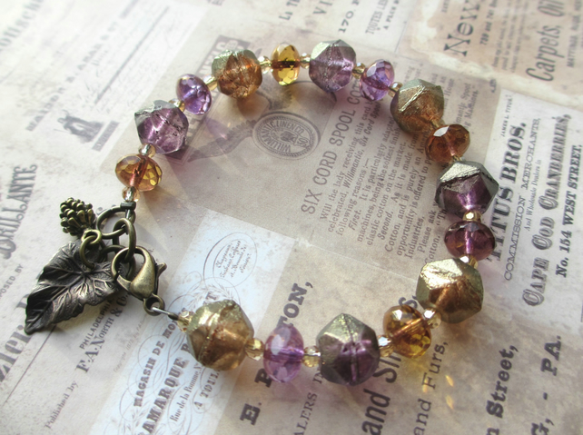 Jewels Glass Bead Bracelet