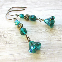 Emerald Trumpet Flower Dangle Earrings
