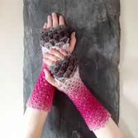 Dragon Scale Gloves - Fade to Grey