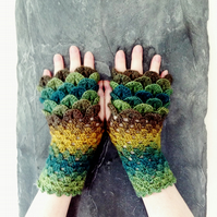 Dragon Scale Gloves Short  - Lost in a Forest