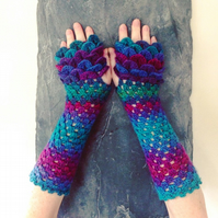 Dragon Scale Gloves - Peacock