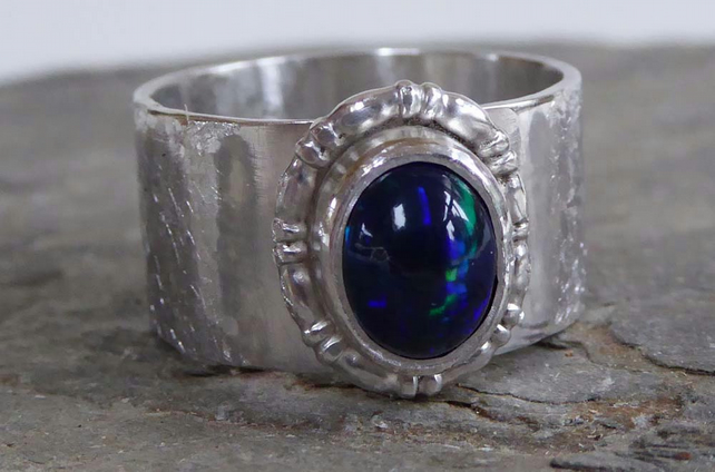 Welo Opal dark blue green flashes wide silver ring size Oand a half