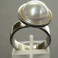 Freshwater pearl silver ring size O statement ring