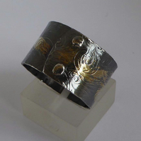 dark silver and gold wide ring size T artisan flower patterned