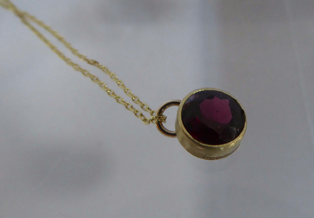 "9ct gold and Garnet pendant 16"" 9ct gold chain Free Shipping"