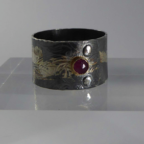 dark silver, Ruby, gold, wide ring size T artisan flower patterned thumb ring