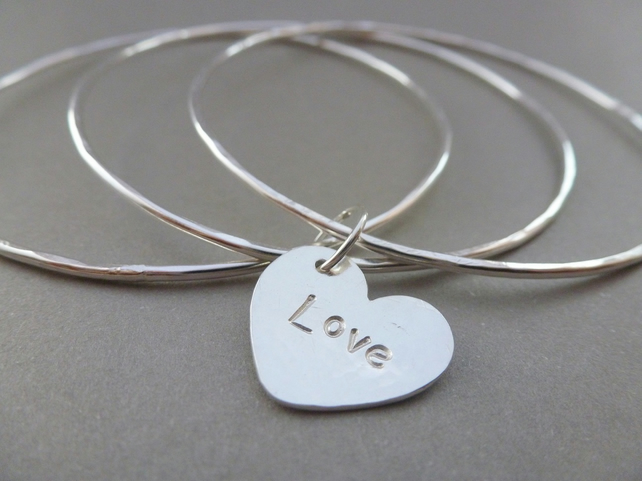 Personalised Silver Heart Charm Bangles Sterling 925 Word Hammered Bracelet Set
