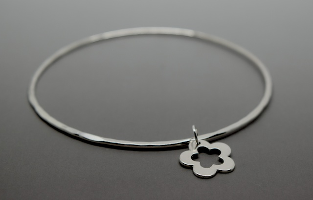 Silver Flower Charm Bangle - Solid Sterling 925 Hammered Open Daisy Bracelet