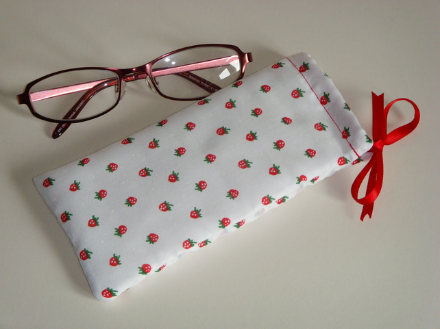Glasses Case - Drawstring Jewellery Pouch  - Strawberries