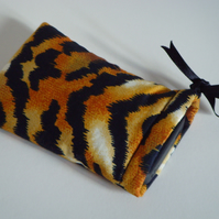 iPhone 5 Case - Ipod Case Drawstring Pouch - Tiger Print