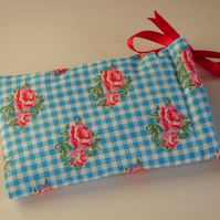 iPhone 5 Case Ipod Case Drawstring Pouch - Gingham Roses