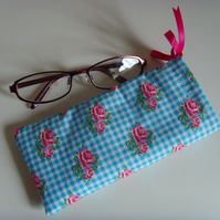 Glasses Case - Drawstring Jewellery Pouch - Gingham Rose