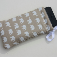 iPhone 5 Case Ipod Case Drawstring Pouch - Beige Elephants