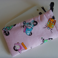 Samsung S4 - Larger Mobile Case - Pink Scooters
