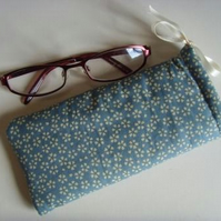 Glasses Case Drawstring Pouch - Kitsch Flowers