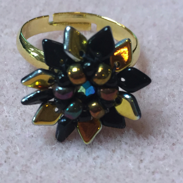 Gorgeous Beadwoven Starburst flower ring.  Black and Gold