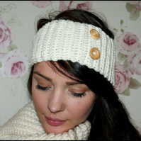 Ribbed Crochet Headband Earwarmer with Wooden Buttons.