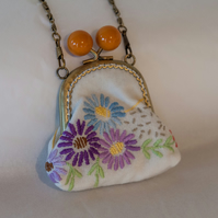 Sweet One of a Kind Vintage Embroidered Kiss-Lock Frame Coin Purse