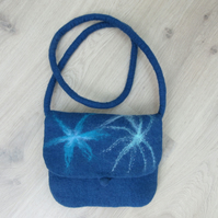 BLUE FELT BAG. Shoulder bag wet felted in 100% navy merino wool