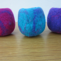SMALL FELT BOWLS. Set of 3 mini hand felted bowls in mauve, turquoise and pink.