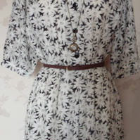 'Daisy' size medium black and white floral sleeved dress uk 8-10