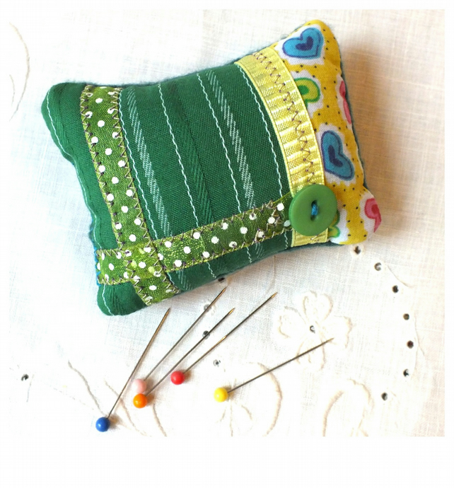 Pin cushion patchwork vintage Green fabric.