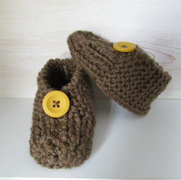 Cosy baby booties in various colours and trimmings