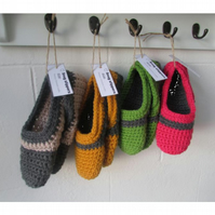 Snug crochet slippers. Adult UK sizes 4 - 7, bespoke item, free postage